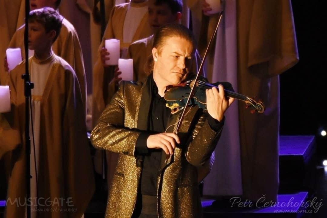 Vánoce na modrých houslích